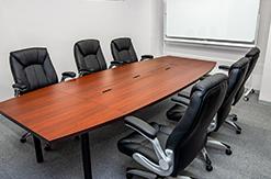 弁護士法人よぴ法律会計事務所打合せ室の写真